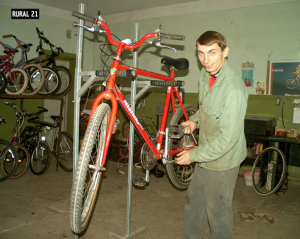 fall2005moldovaBikeMechanic